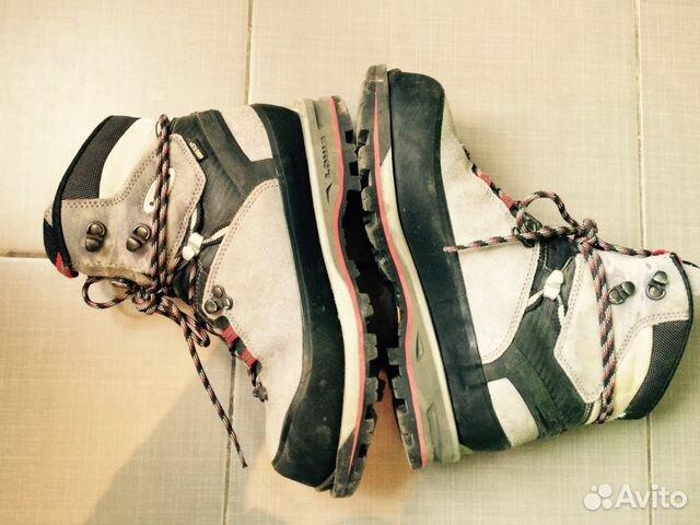 Треккинговые ботинки и городская обувь Lowa