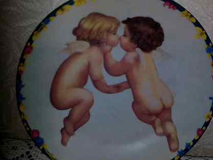 Тарелка фарфоровая настенная Купидоны
